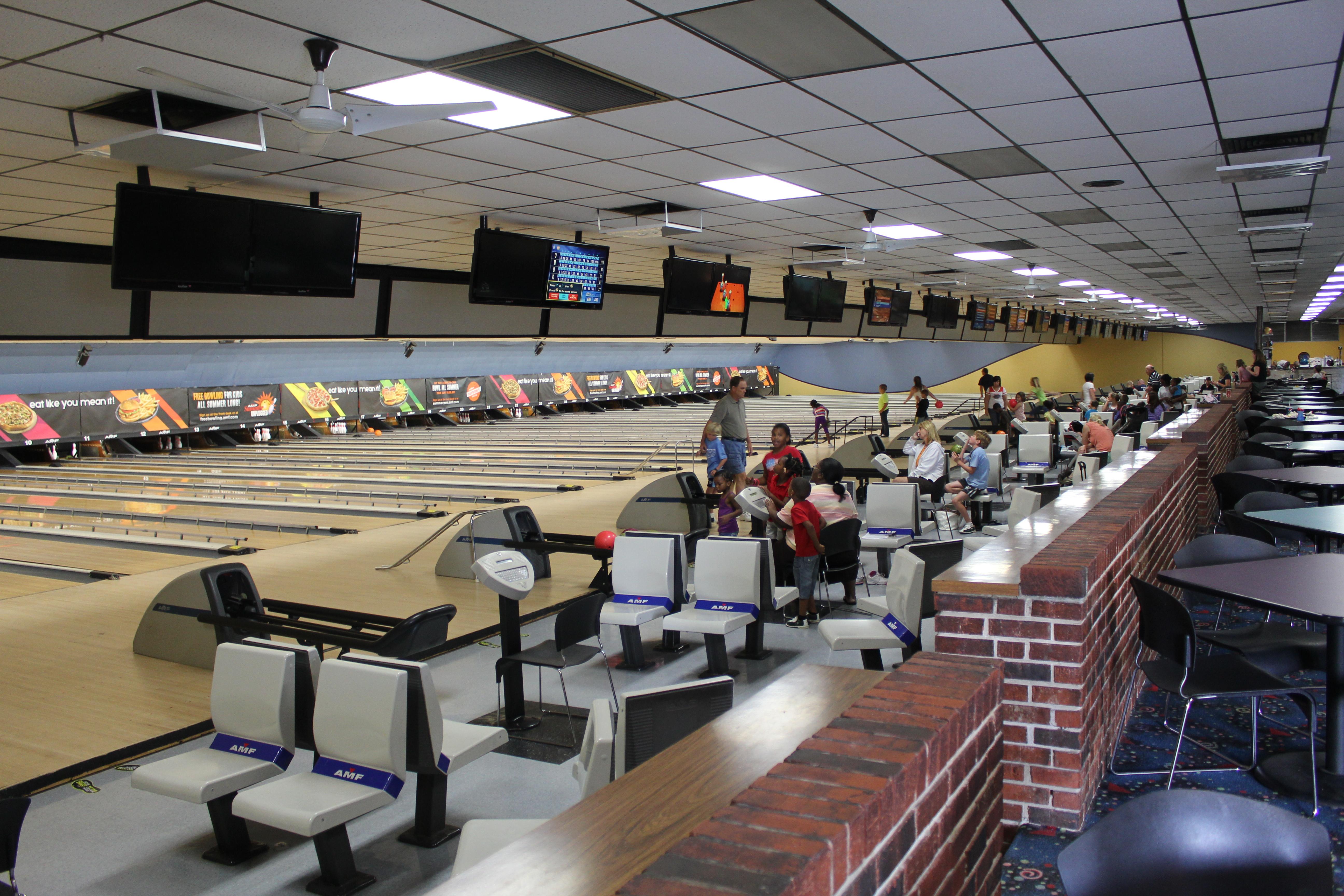 AMF bowling lanes in Lakeland, FL